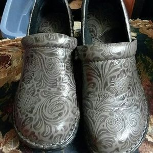 Boc women's clogs